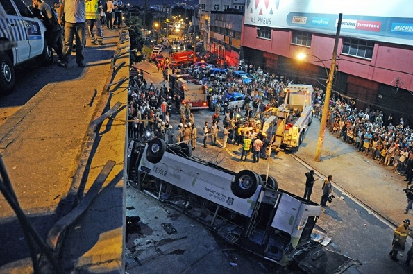 Rio-bus-crash