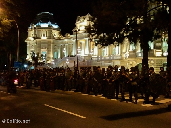 palácio-guanabara-protest