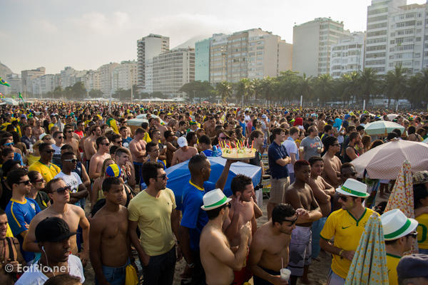copacabana-football-fans