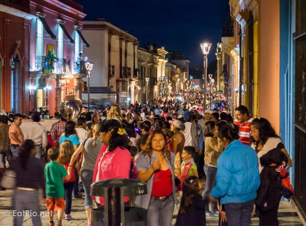 Oaxaca-Guelaguetza-crowds