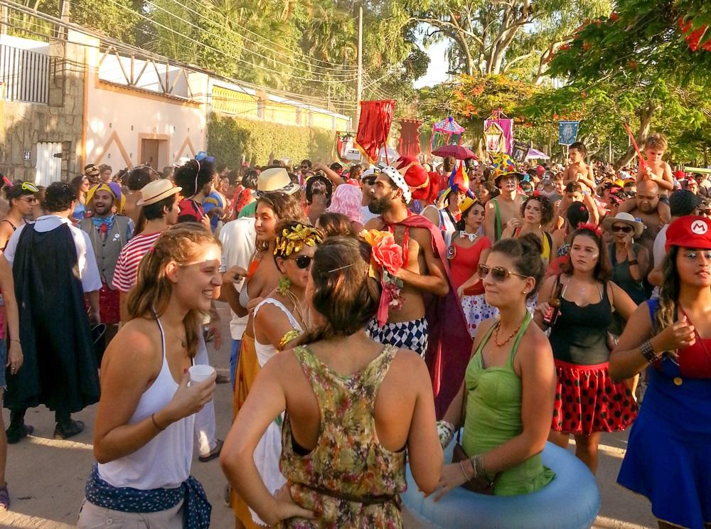 eat-rio-carnival-bloco